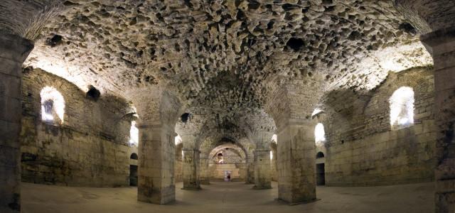 Split palatsin kellari