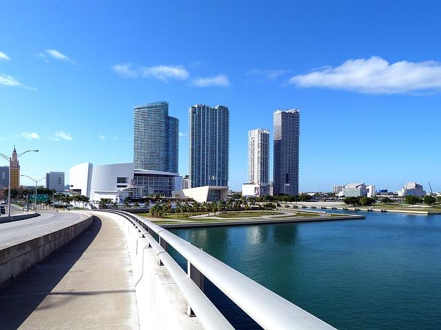 Lennot Miamiin
